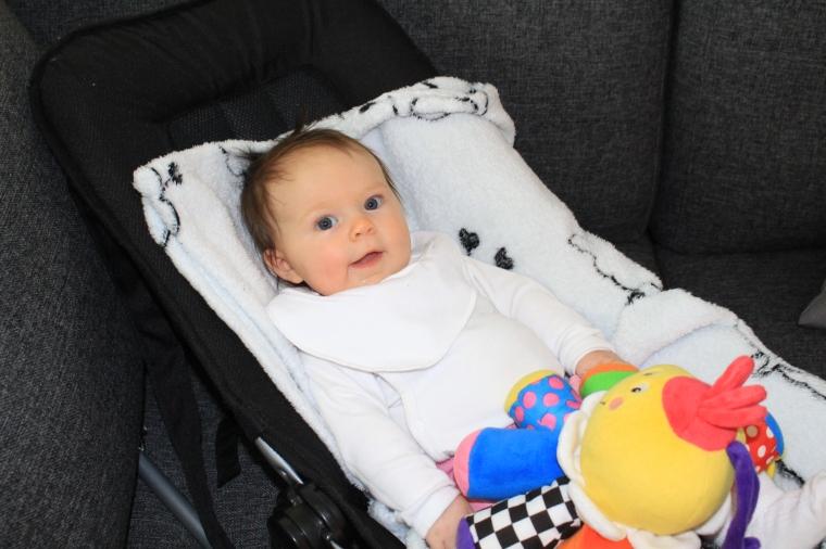 Millie 3 månader